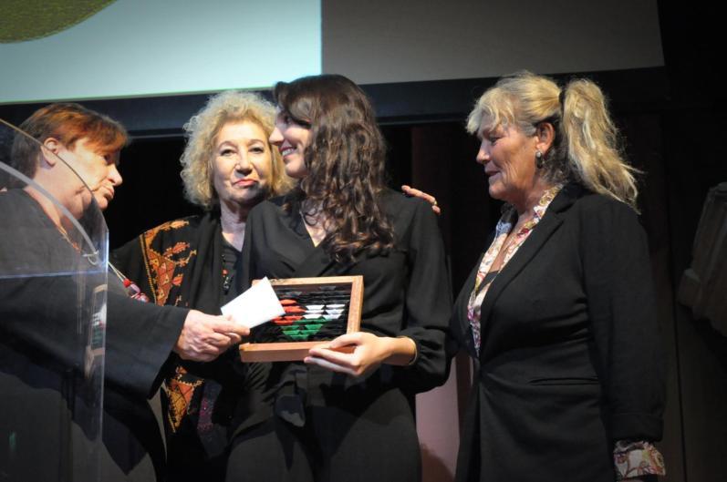 Giulia Cacchioni (al centro